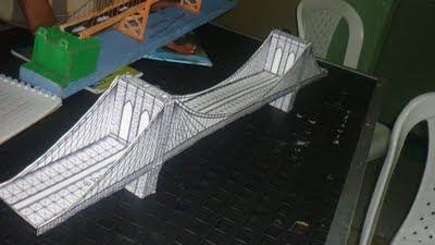 maqueta usando cartulina del puente Broklyn de Nueva York