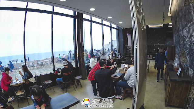 Monsant Cafe몽상 @ Jeju Island - Both indoor and outdoor dining area