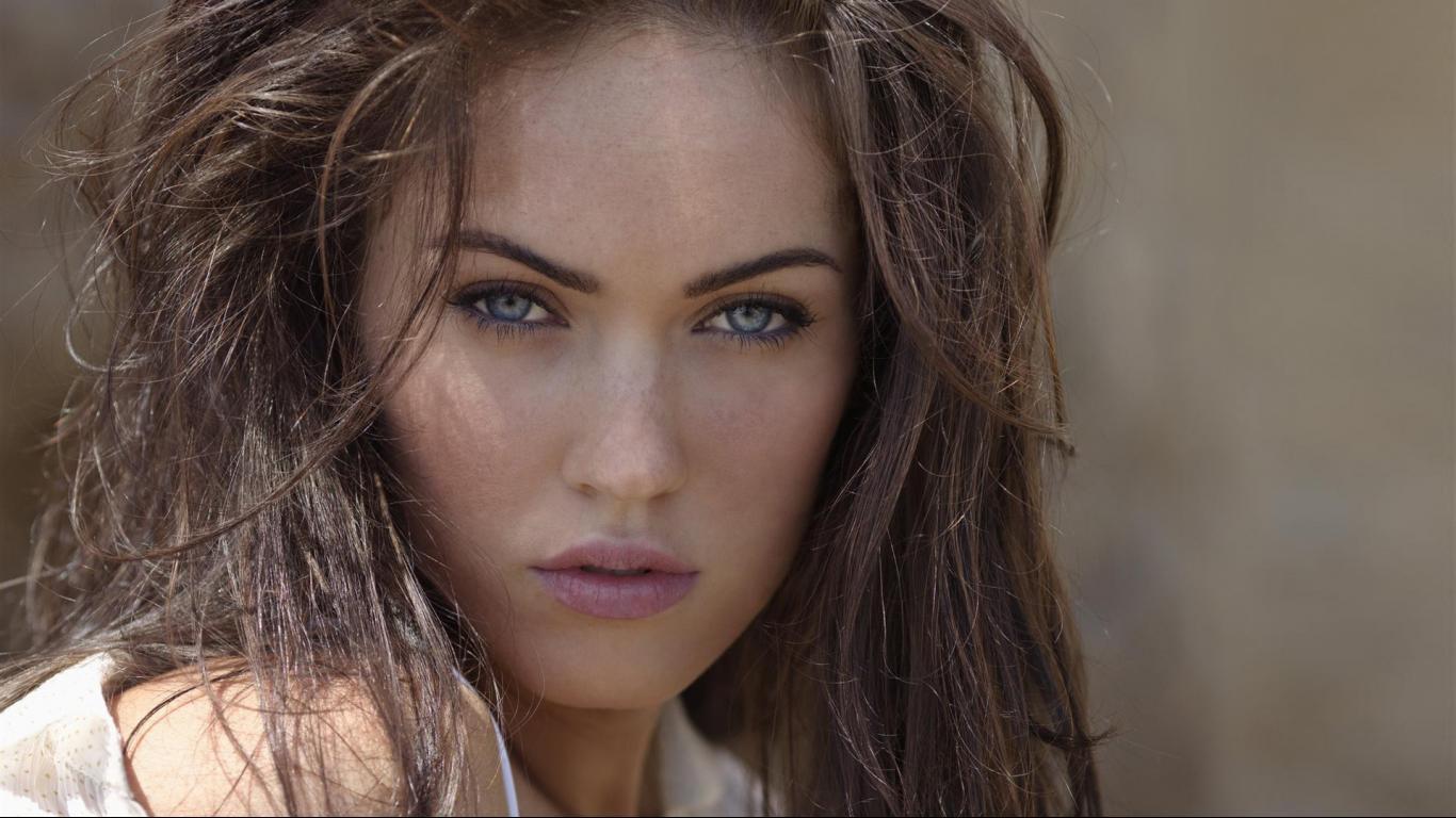 http://3.bp.blogspot.com/-NPVujvl7FMk/UNLvBZ7I_TI/AAAAAAAAJe8/6fnlsuTDtSw/s1600/Megan+Fox-Wallpaper-7.jpg