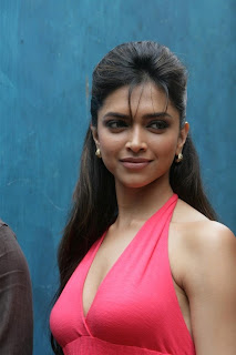 Deepika Padukone in Lovely Pink Gown Spicy Pictures