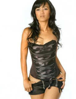 Julia Perez black bikini