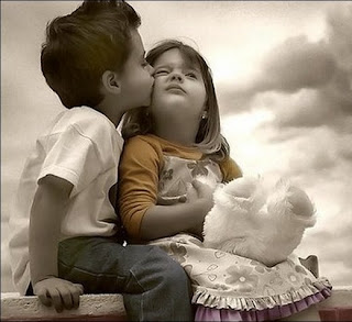 Download Free Wallpapers Baby Kissing