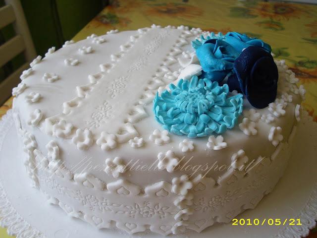 [PDZ] Torta bianca e azzurra rose e gerbere