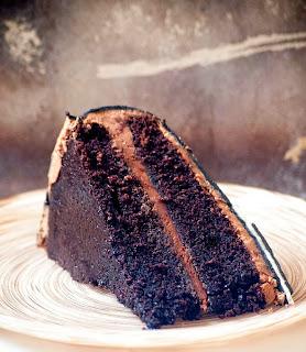 Gâteau au chocolat et sa crème au beurre chocolatée, gâteau moelleux, gâteau fondant, meilleur gâteau au chocolat