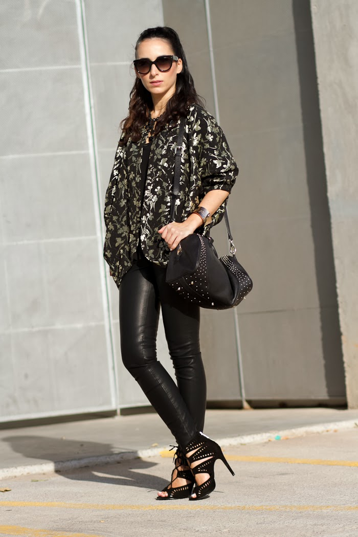 FLORAL KIMONO and TOTAL BLACK OUTFIT