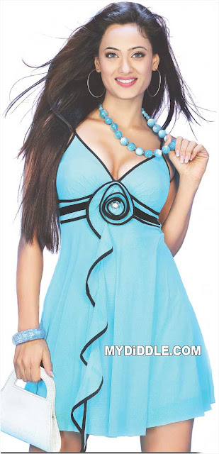 Shweta Tiwari in Blue Dress - Shweta Tiwari Hot Scan in blue Dress