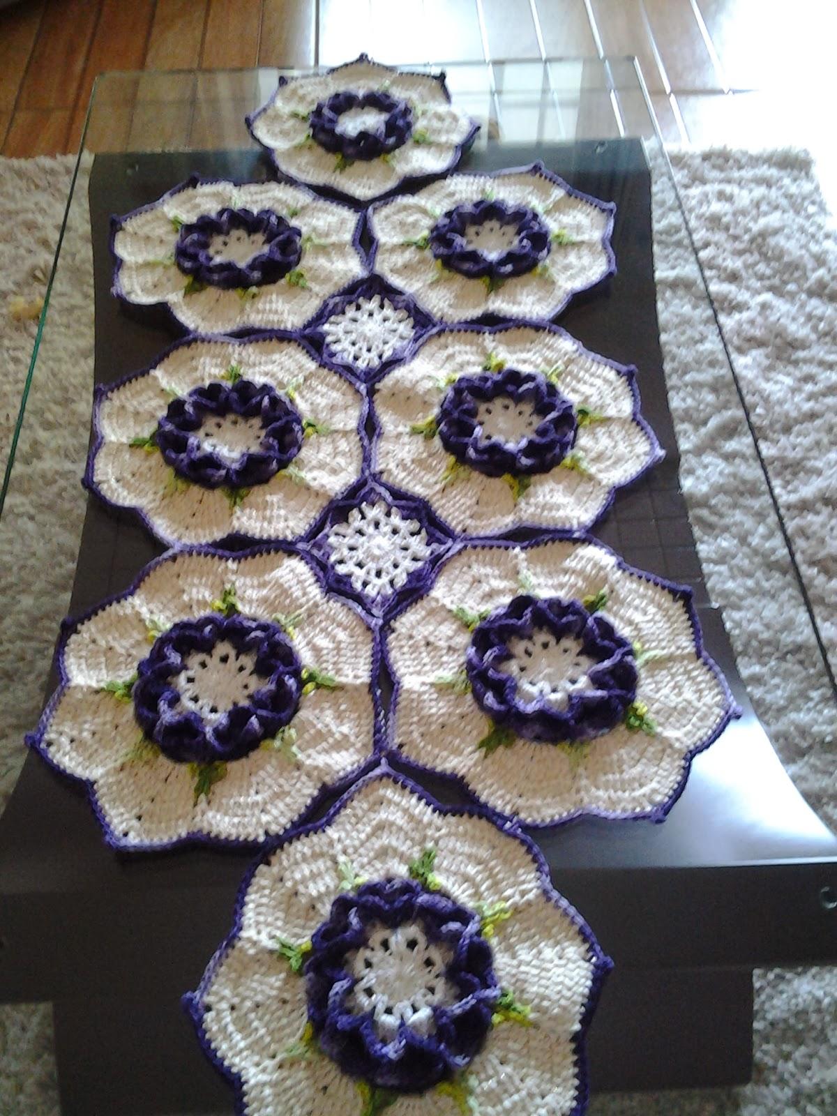 Tapetes da regina tavares cminho de mesa com flor paixao - Tapetes para mesa ...