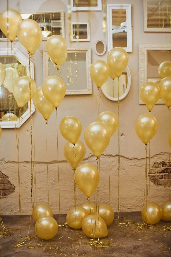 Quick And Stylish Oscars Viewing Party Decorating Ideas; wall of balloons