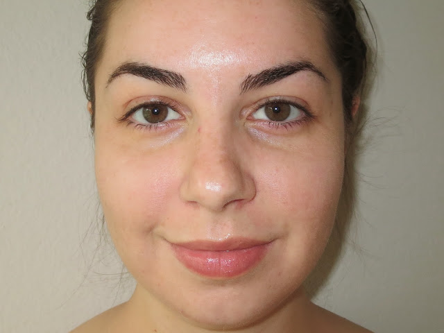 a picture of a girl with no makeup, before and after a picture of Lancôme Miracle Cushion Foundation in 140 Ivoire N