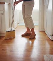 Cara merawat lantai kayu ruangan