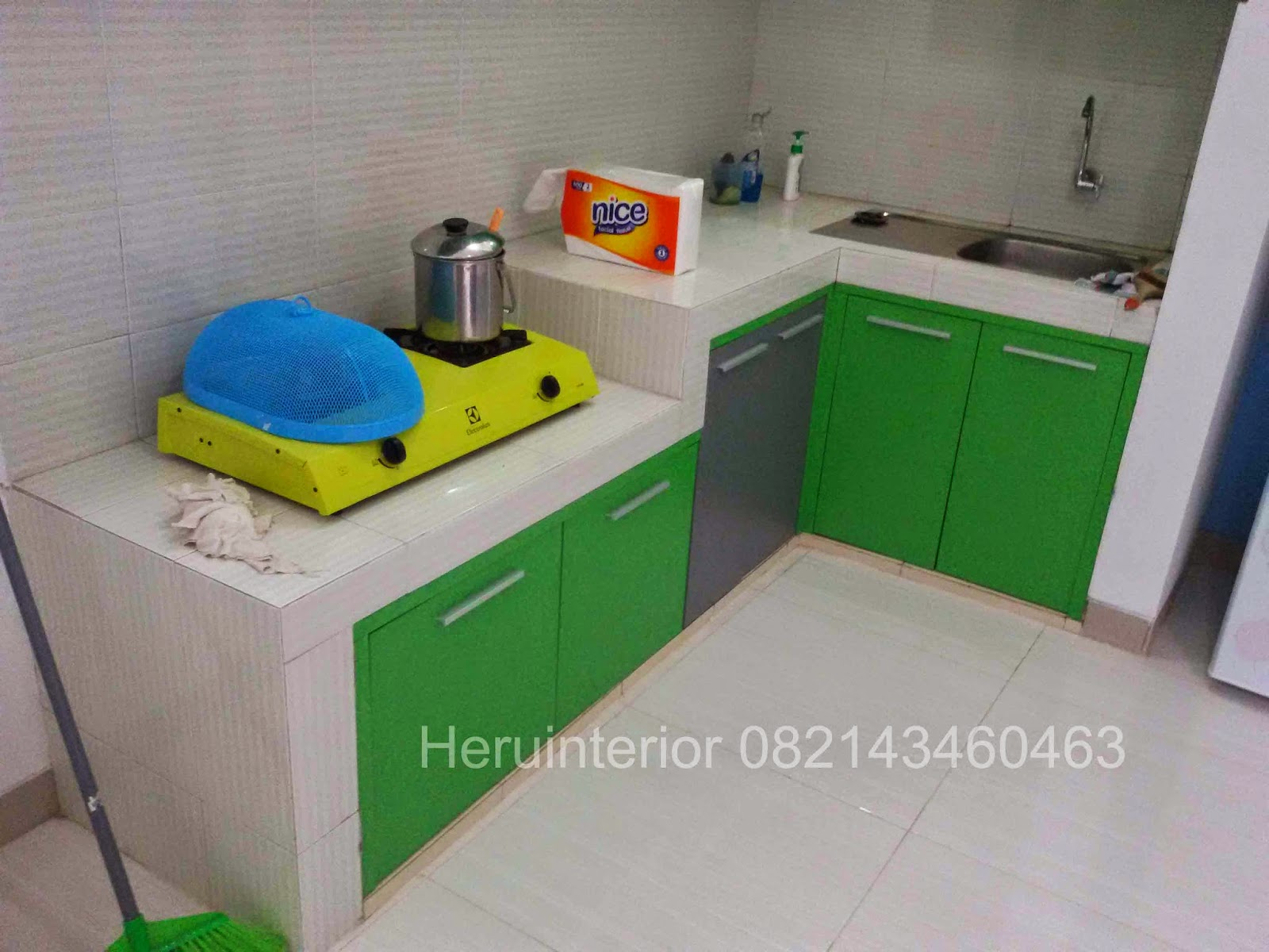 Kontraktor interior surabaya sidoarjo desain kitchen set for Kitchen set hijau
