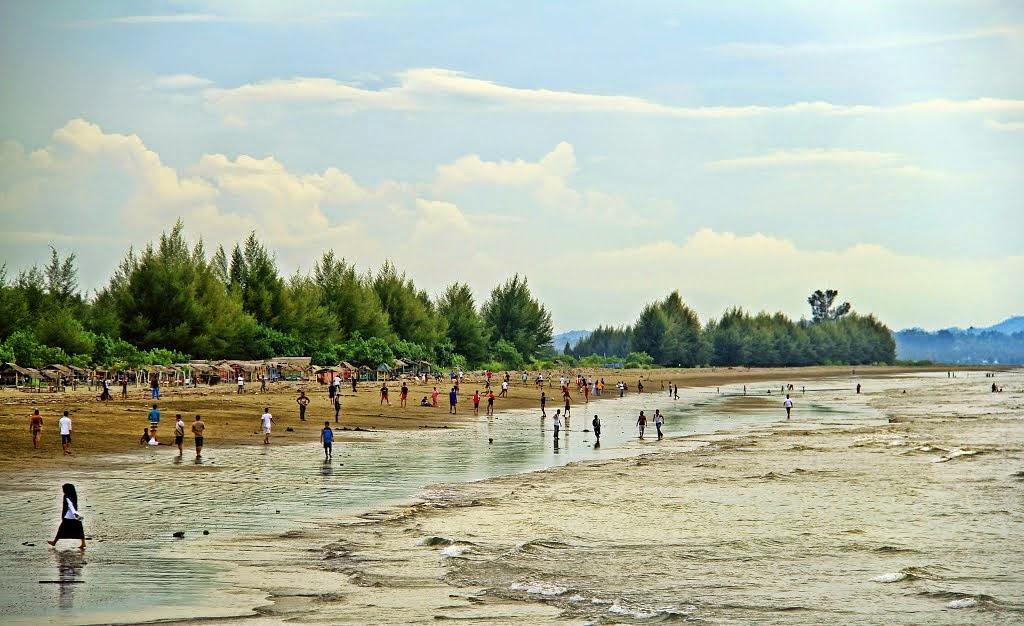 Obyek Wisata Pantai MANOHARA – Muereudu