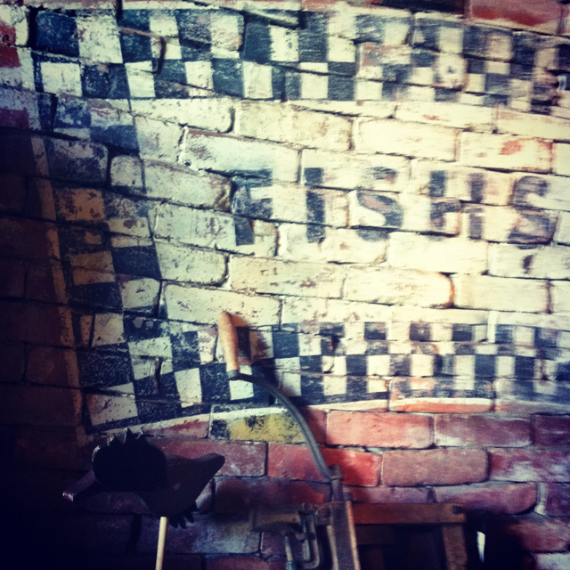 Venice design hand painted signs fishs eddy new york city for Fishs eddy nyc