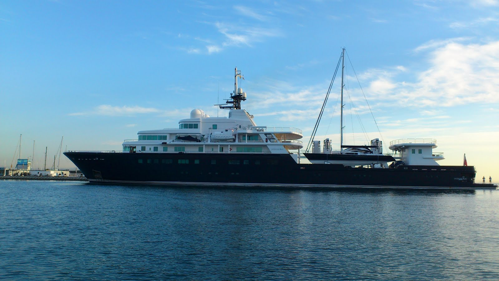 Megayacht Global Le Grand Bleu The King Of Expedition Yachts