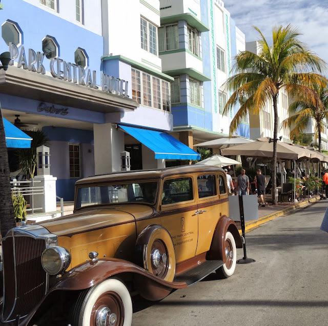 Carro da época de All Capone na Ocean Drive Miami