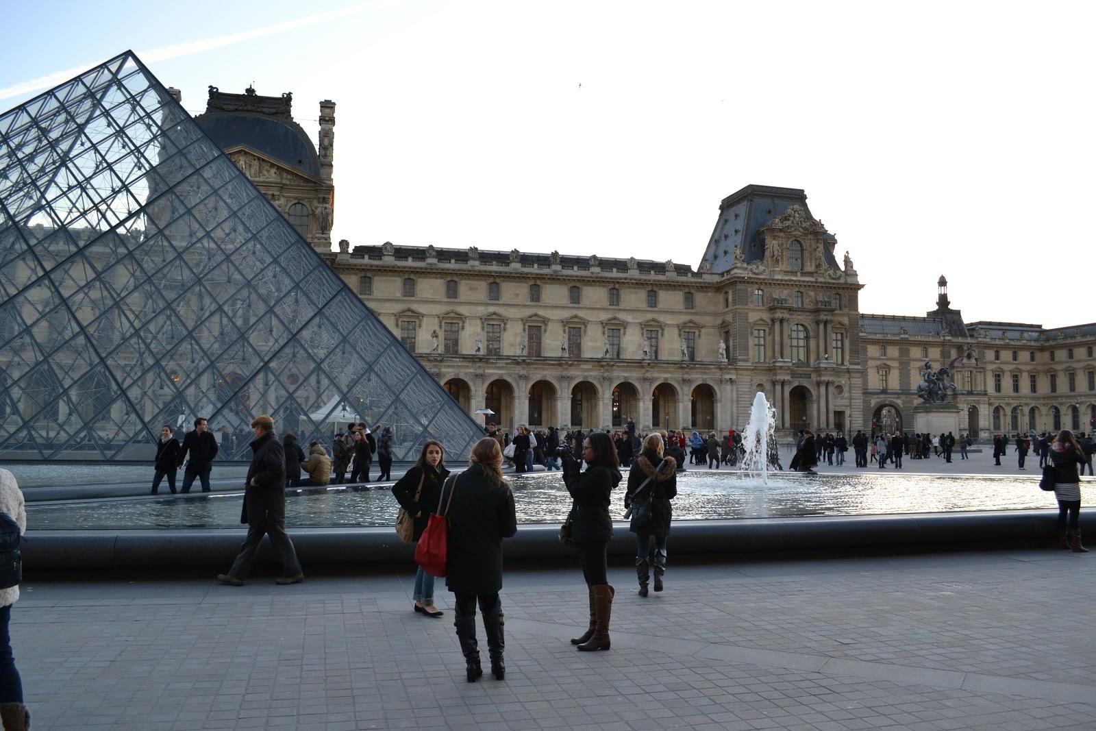 Did someone say macaron pyramide du louvre - Pyramide du louvre inauguration ...
