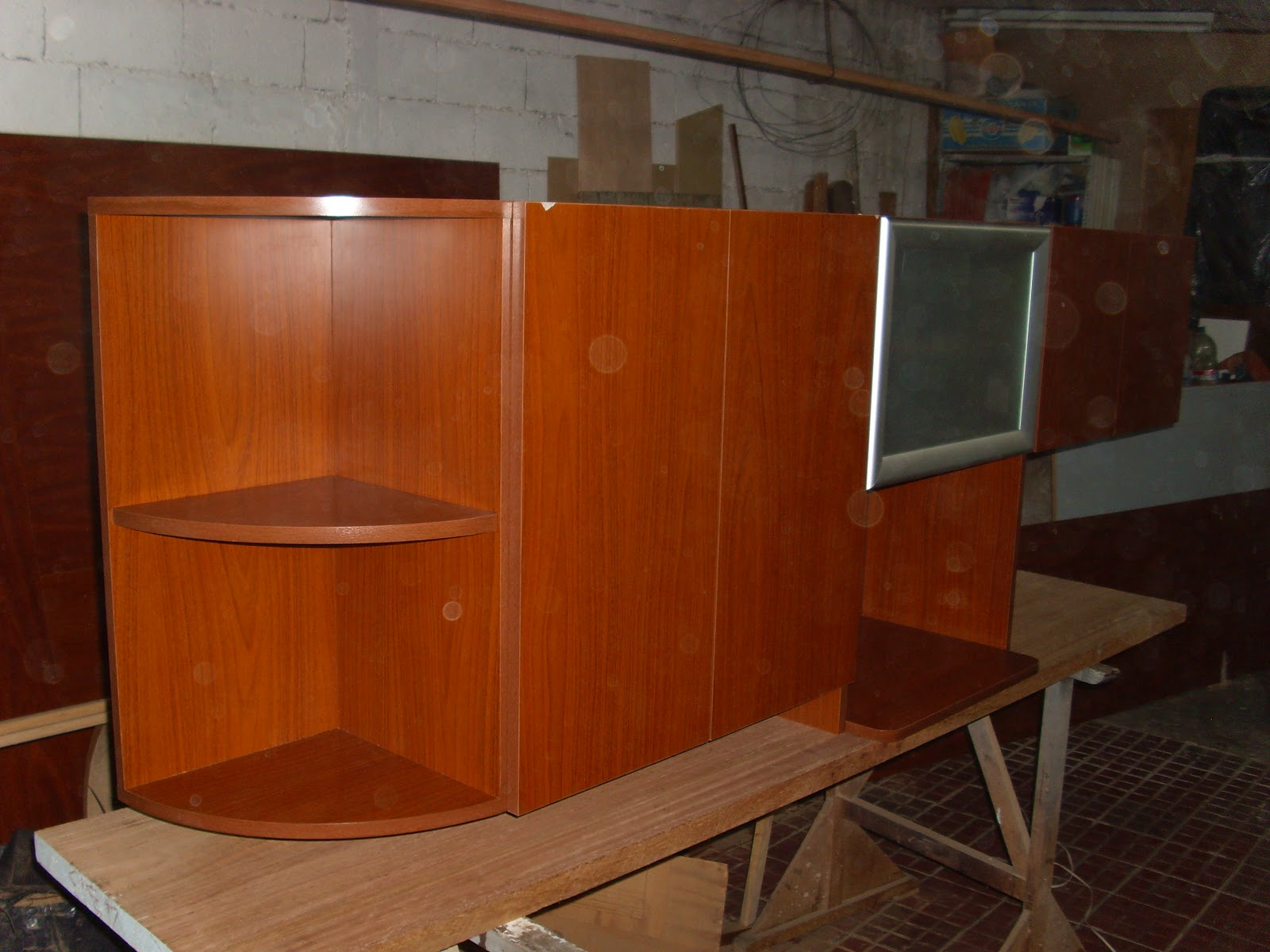 mueble aéreo confeccionado en melamínico color cedro mdf con puerta