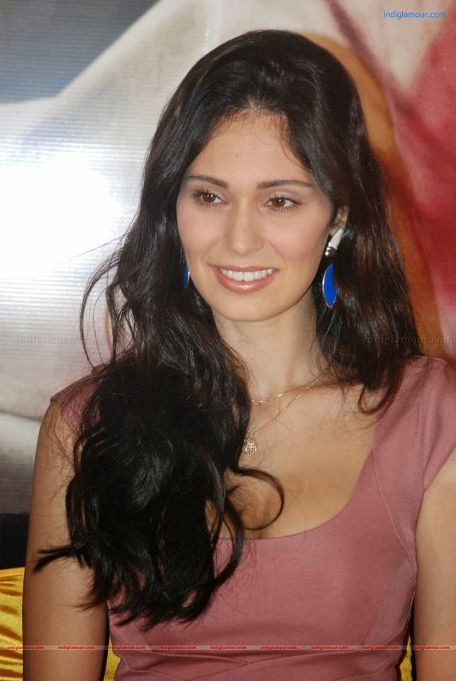 unseen hot spicy bruna abdullah hot pictures