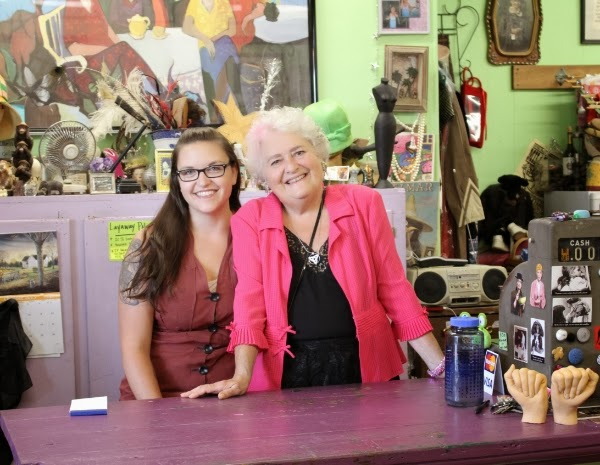 Adorable vintage shop proprietresses #vintage #fashion #shop