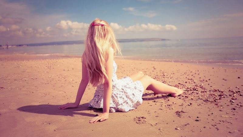 http://3.bp.blogspot.com/-NRtaTxyS4Tk/VDZr6YCmtTI/AAAAAAAAPUQ/IltFm4yK5BI/s1600/lonely-girl-sitting-on-beach.jpg