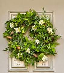 flores y hojas silvestres para una corona natural y salvaje