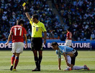bintancenter.blogspot.com - Asal Usul Kartu Merah Dan Kartu Kuning Dalam Sepakbola