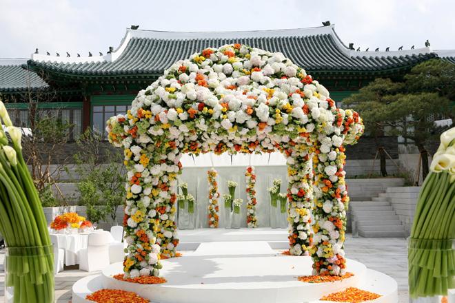 Wedding Ceremony Flower Ideas