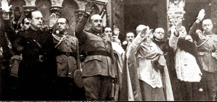 ===Una, Grande y Libre=== - Página 7 Franco-con-curas-fascistas-y-falangistas