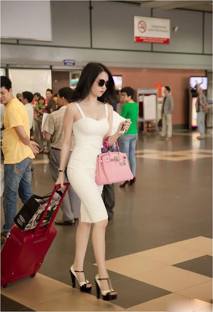 Với Ngọc Trinh chọn lựa trang phục sân bay không chỉ góp phần xây dựng hình ảnh đẹp mà còn thể hiện sự cảm nhận nhanh nhậy về những xu hướng thời trang hot.