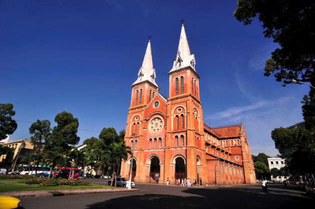 Sau nhiều năm trôi qua, nó vẫn luôn giữ được vẻ đẹp cô kính và đặc trưng về kiến trúc, cũng như luôn là trung tâm, là điểm đến thu hút không chỉ du khách quốc tế mà cả những bạn trẻ ở Việt Nam