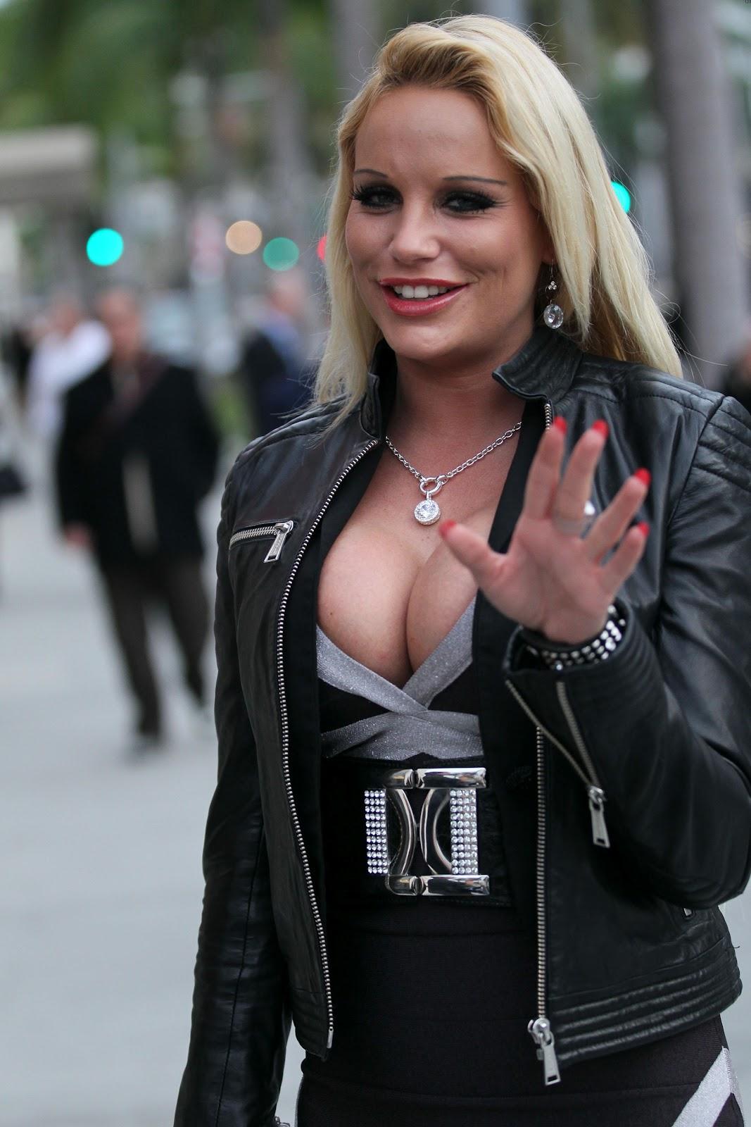 http://3.bp.blogspot.com/-NT0VW7i9Xf4/TzfjPTy9xrI/AAAAAAAAFsI/sY349G1oOUo/s1600/Gina+Lisa+Lohfink+(1).jpg