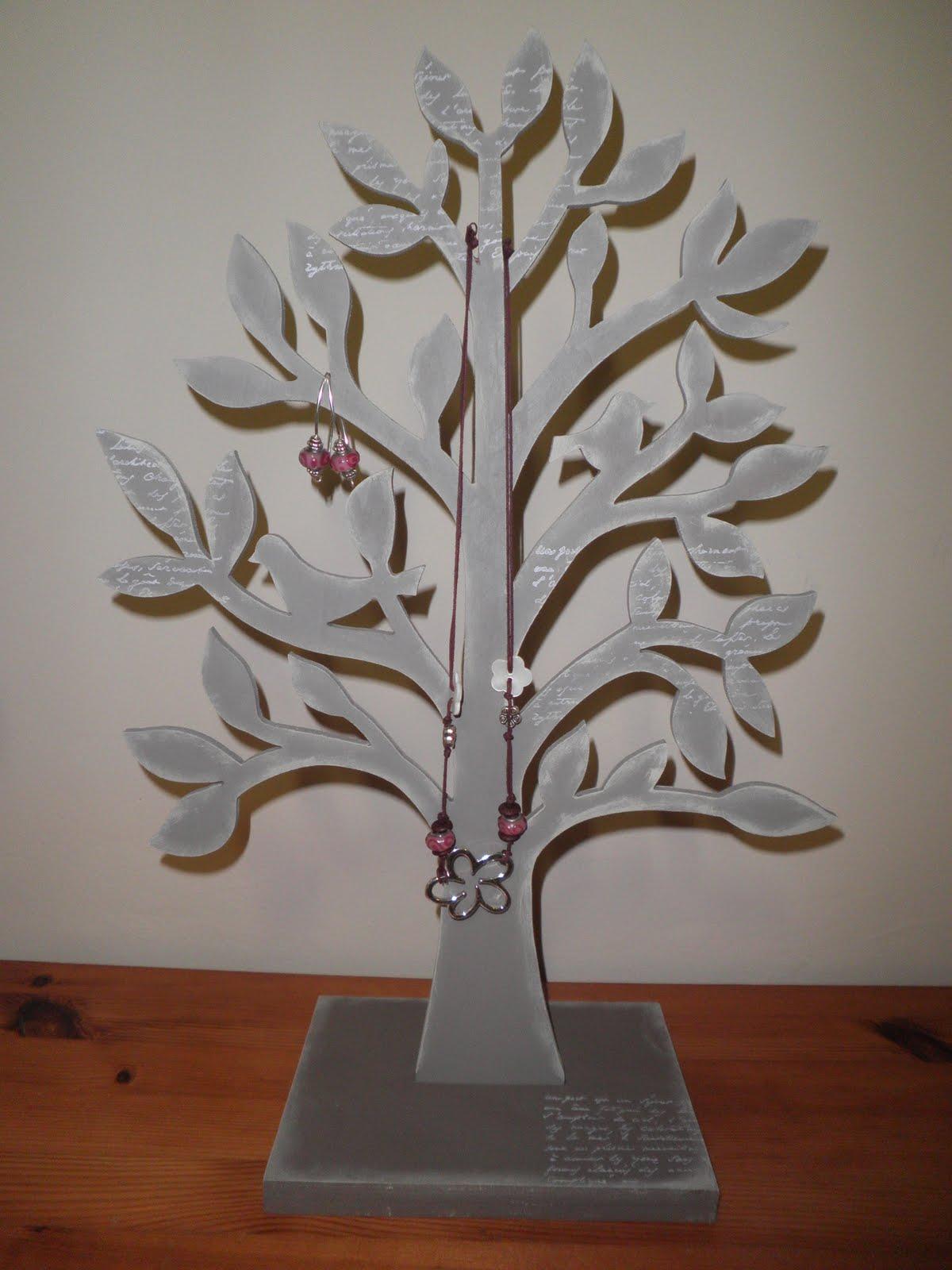 extraitsdegrenadine arbres bijoux sep 2010. Black Bedroom Furniture Sets. Home Design Ideas