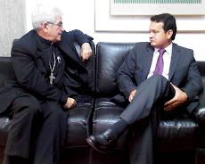 Monseñor  Fernando Castro y el Pdte del Consejo Superior Dr. Nicolás Mangieri Cauterucce.