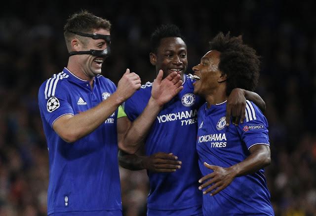 Willian abriu o placar para o Chelsea, mas deixou o campo com dores na coxa (foto: ADRIAN DENNIS / AFP)
