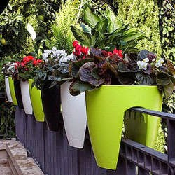 Icono interiorismo 5 ideas para decorar una peque a terraza urbana - Maceteros para balcones ...