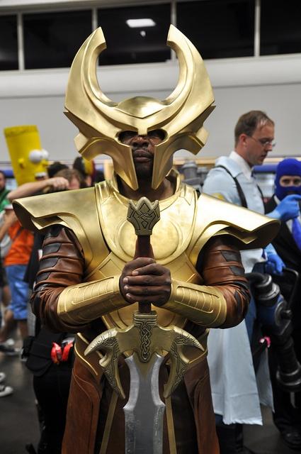 Tremendo cosplay de Heimdall. Si hasta es negro!