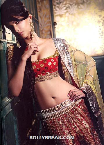 Sonam Kapoor Navel Show in lehnga - Sonam Kapoor Navel Show in a traditional lehnga