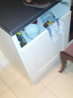 Armario de la cocina al que le falta un cajón