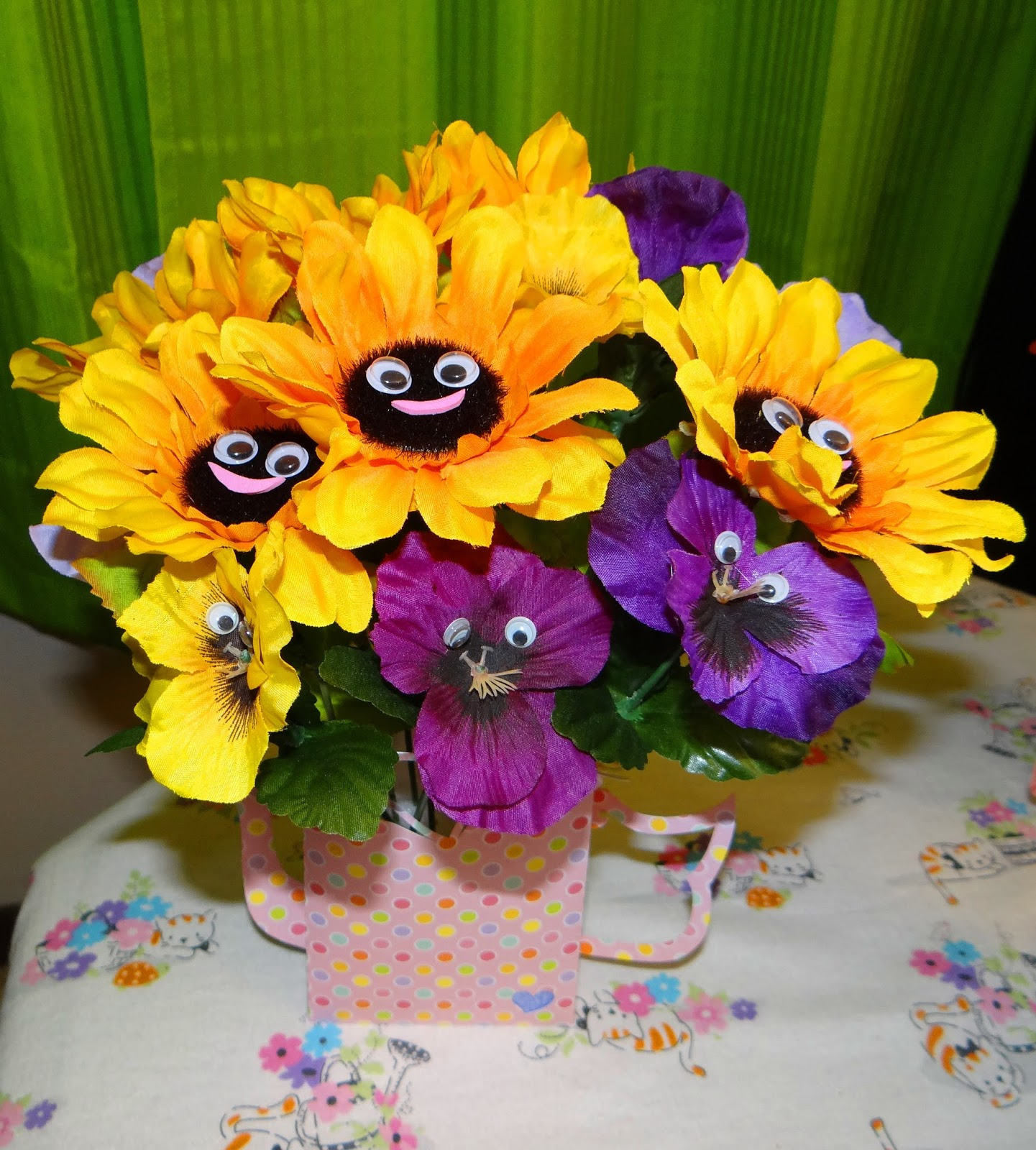 Ambers craft a week blog june 2015 flowers with faces izmirmasajfo Images