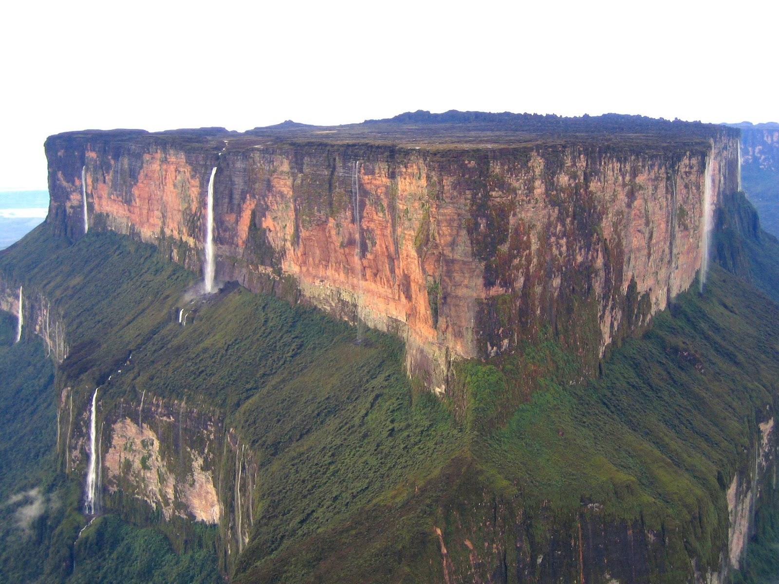 Amazing World: Mount Roraima - The Giant Flat-topped ...
