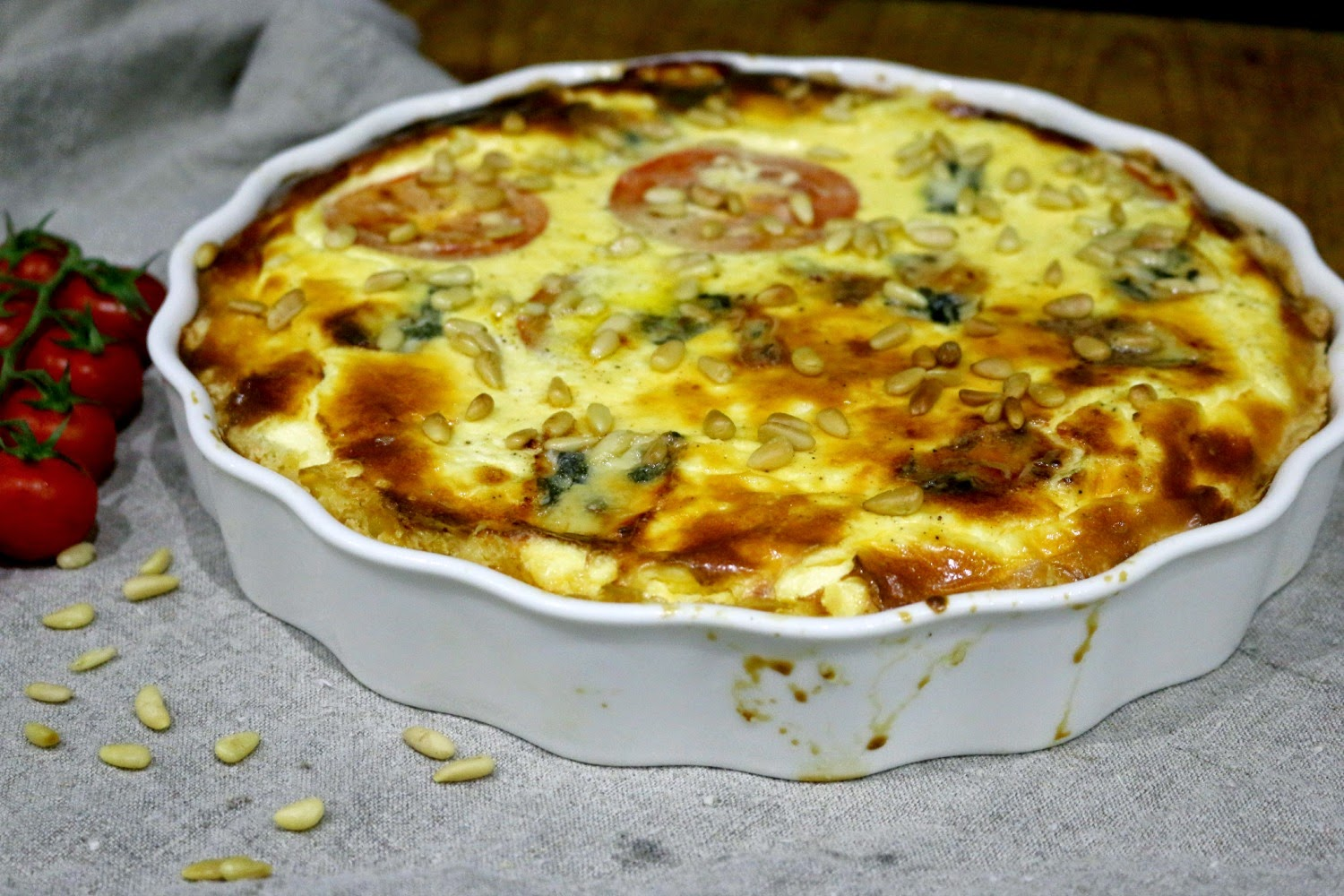 spinat gorgonzola quiche mit tomaten ich backs mir im oktober volle lotte. Black Bedroom Furniture Sets. Home Design Ideas