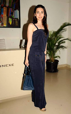 Karishma_Kapoor_hot_celebrity_moms_FilmyFun.blogspot.com