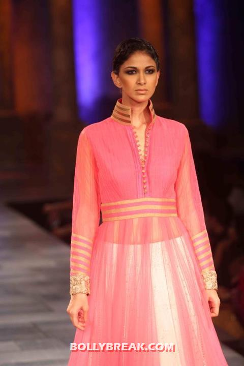 Model in Manish Malhotra Dress Walking the rap at Mijwan Fashion Show 2012 - Manish Malhotra Dresses - Mijwan Fashion Show 2012