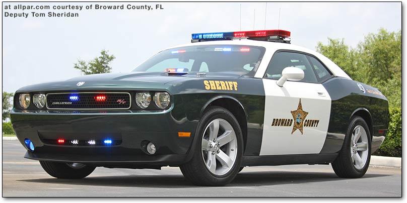 ultimate cars test drives car reviews los mejores autos de policia. Black Bedroom Furniture Sets. Home Design Ideas