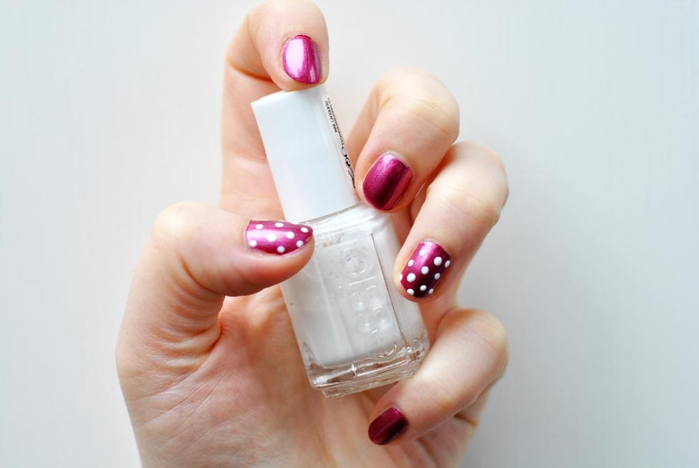 p2 essie manicure dotted