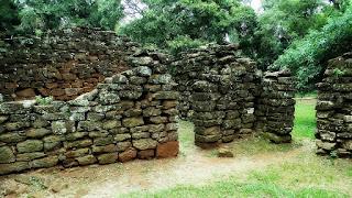 Ruínas de casas indígenas em San Ignacio Mini.