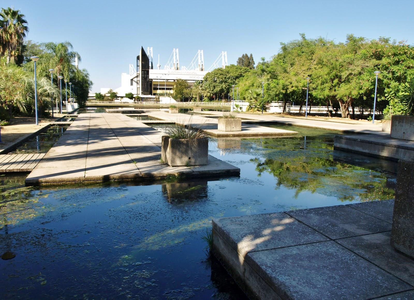 Sevilla daily photo 1 09 12 1 10 12 for Jardin americano sevilla