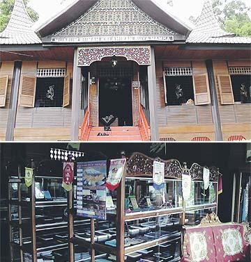 GAMBAR atas, Muzium Rumah Kelahiran Buya Hamka, Tasik Maninjau, Sumatera Barat. Gambar bawah, Antarabahan yang dipamerkan di Muzium Rumah Kelahiran Buya Hamka.