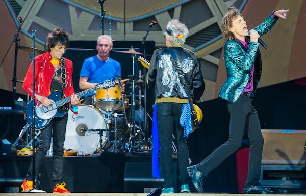 KEITH RICHARDS IN SAINT LAURENT PARIS STADE DE FRANCE 13 06 2014 THE ROLLING STONES TOUR   BLACK TEDDY BOMBER JACKET IN BLACK SILK GREEN SILK SHIRT PLEATED BLUE SILK SCARF