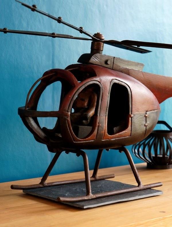 Hélicoptère en bois et métal